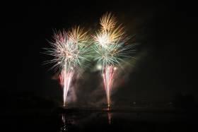打ち上げ花火でパーティに華を添えます♪スカイバンケット『ポムドール』ナイトウェディング!
